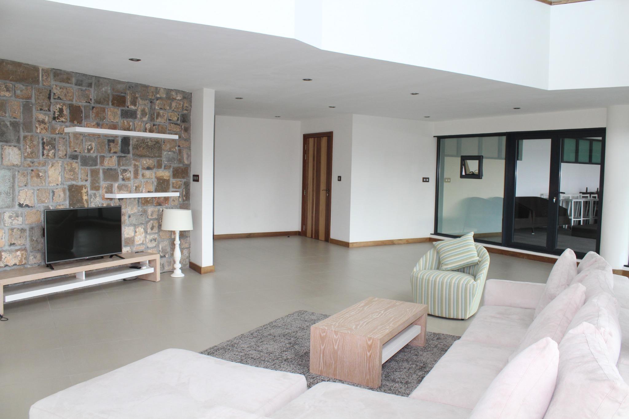 A louer – Penthouse meublé et équipé de 500 m2 à Ebène dans une résidence securisé 24/7 au 14ème étage.