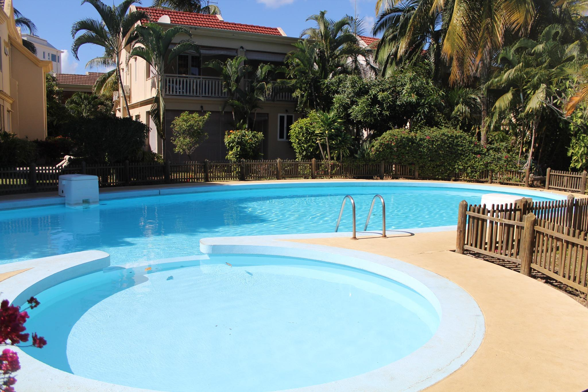 To rent – Beautiful house of 180 m2 in a 24/7 secured residence in Flic en Flac with direct access to the beach