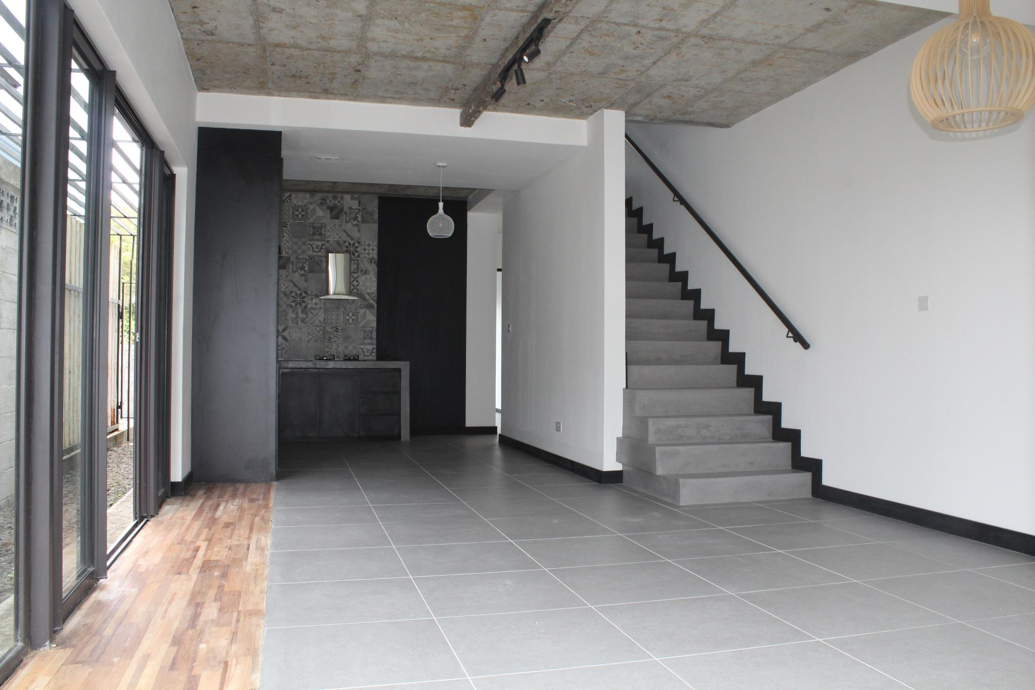 FOR SALE – Beautiful unfurnished Townhouse of 123 m2 in Floréal.