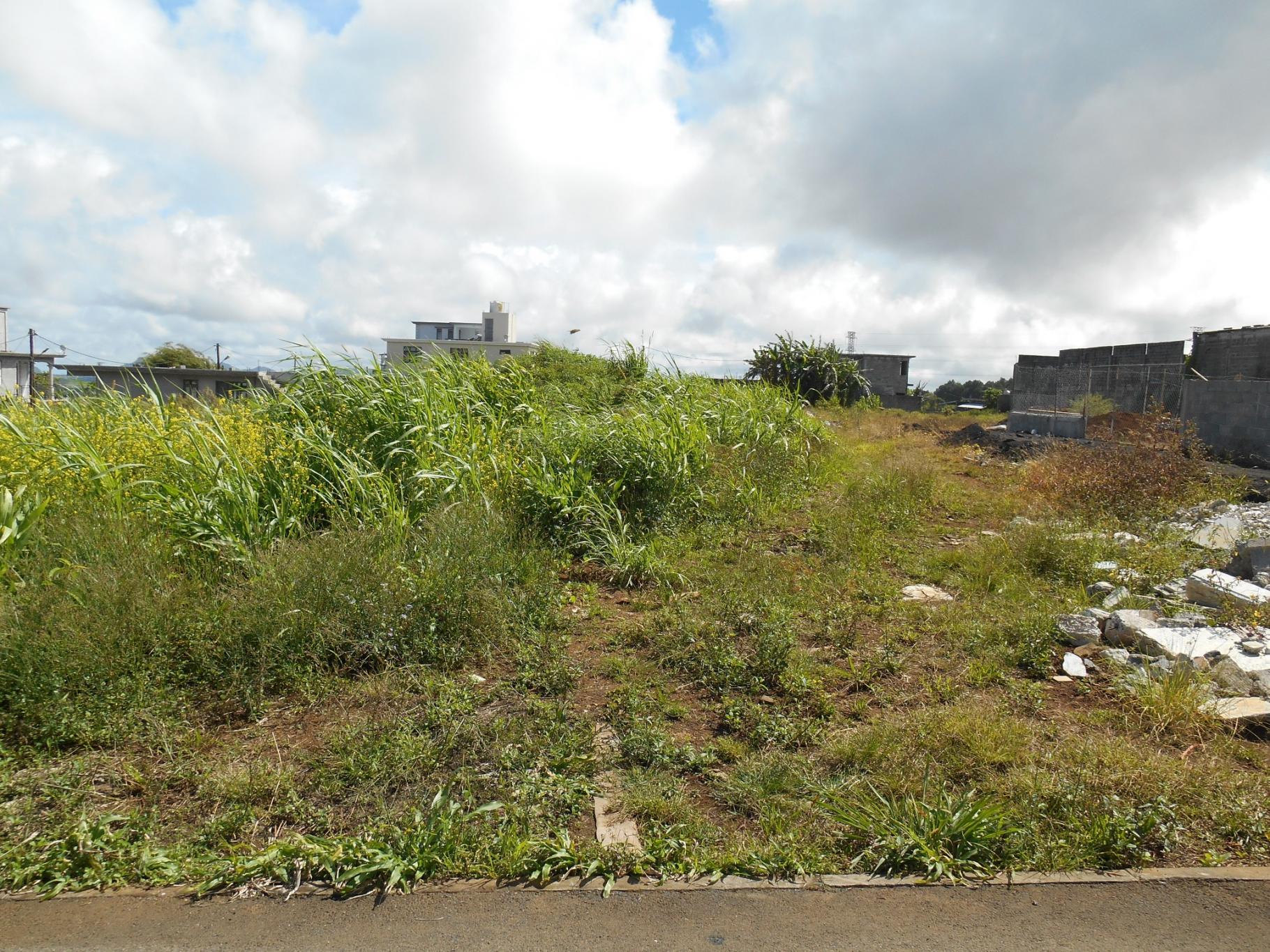 A VENDRE – Beau terrain résidentiel de 325 toises à Eau Coulée