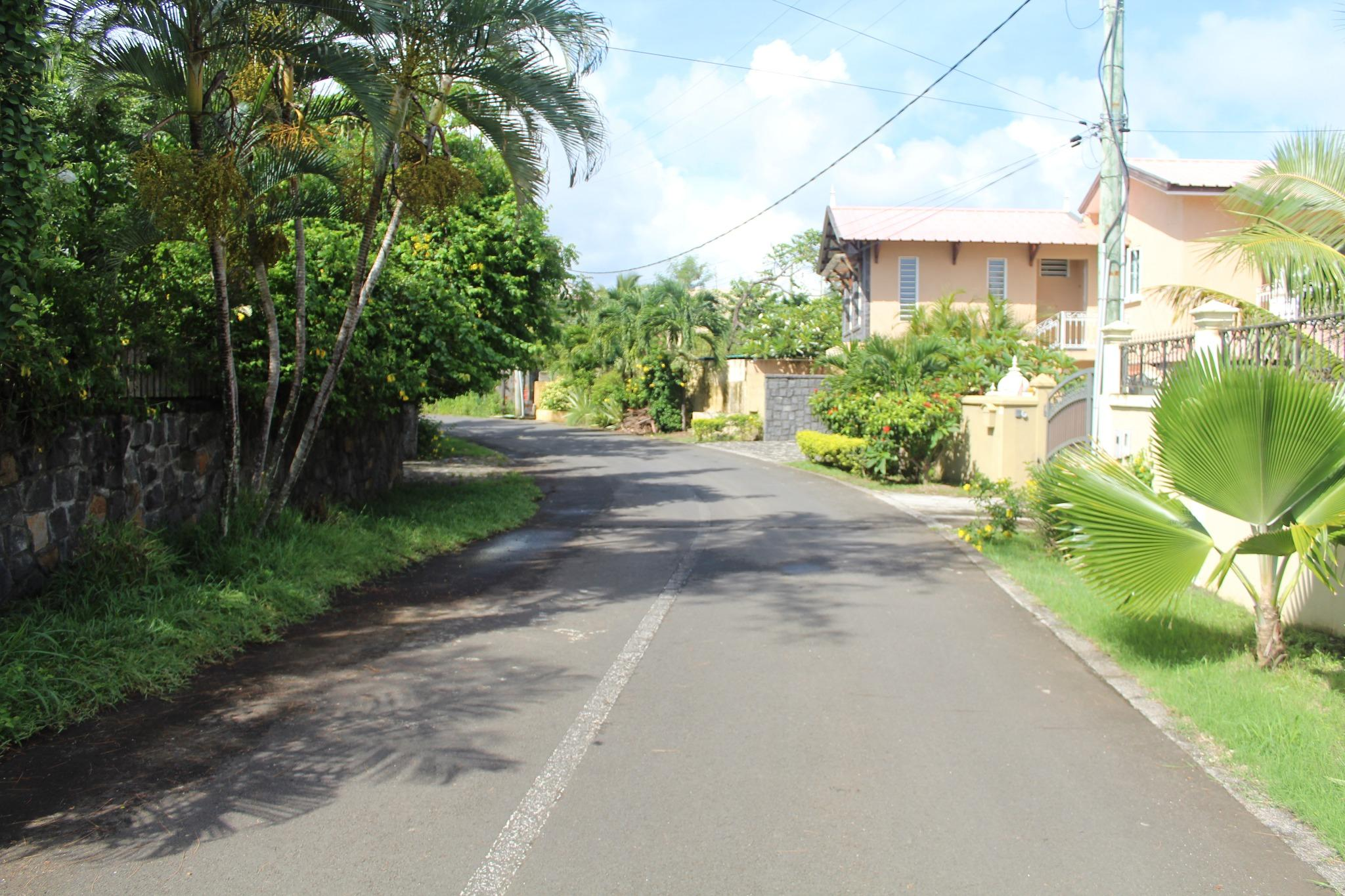 FOR SALE – Beautiful plot of land of 282 toises in Morcellement St Antoine.