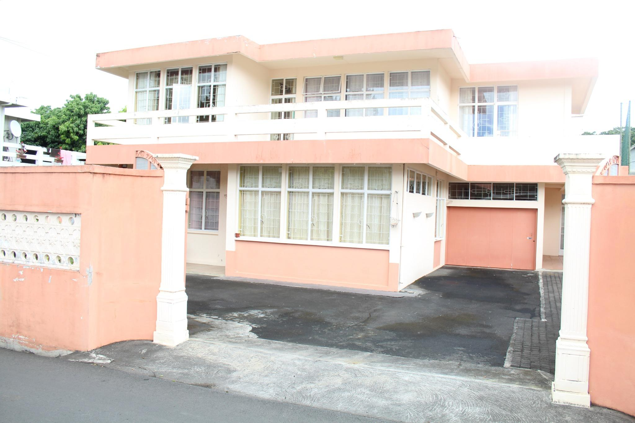 FOR SALE – House of 325 m2 in Vieux Quatre Bornes