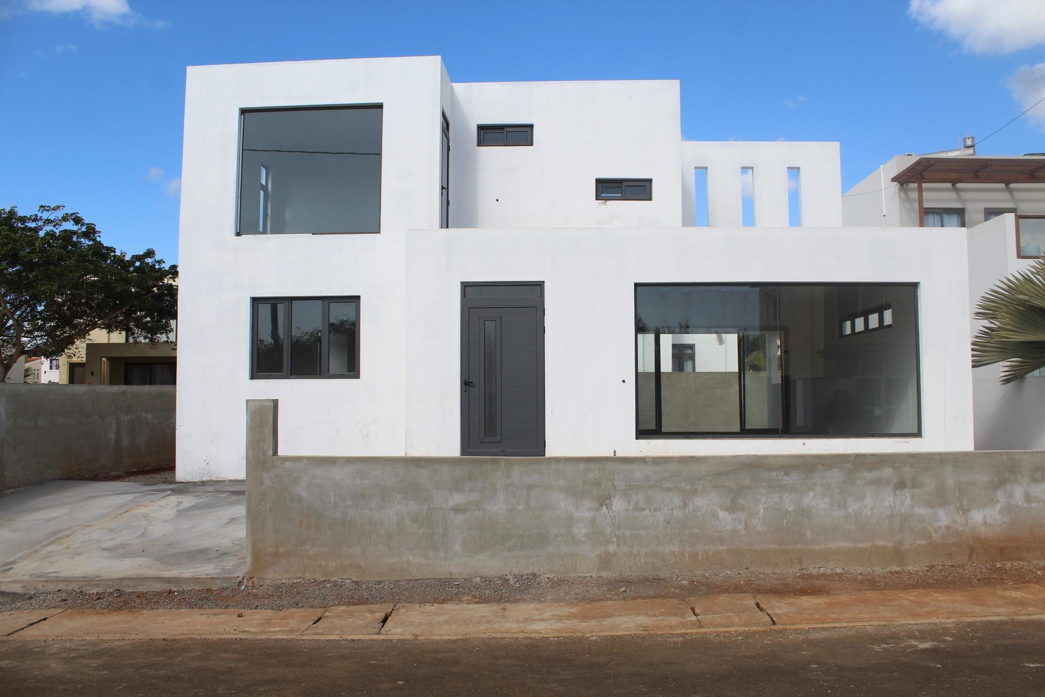 A VENDRE – Maison à compléter de 245 m2 dans un lotissement clôturé à Albion.