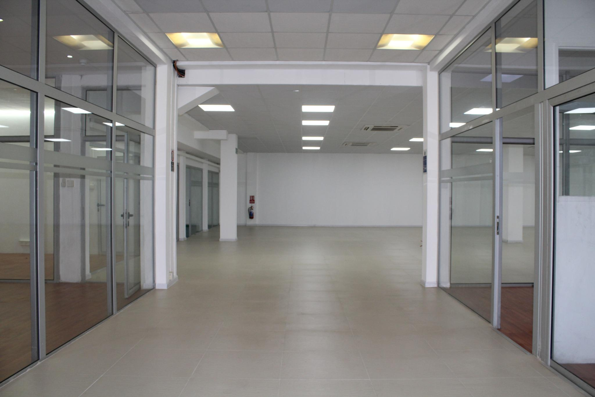 For sale – Unfurnished commercial building of 1420 m2 well located in Phoenix.