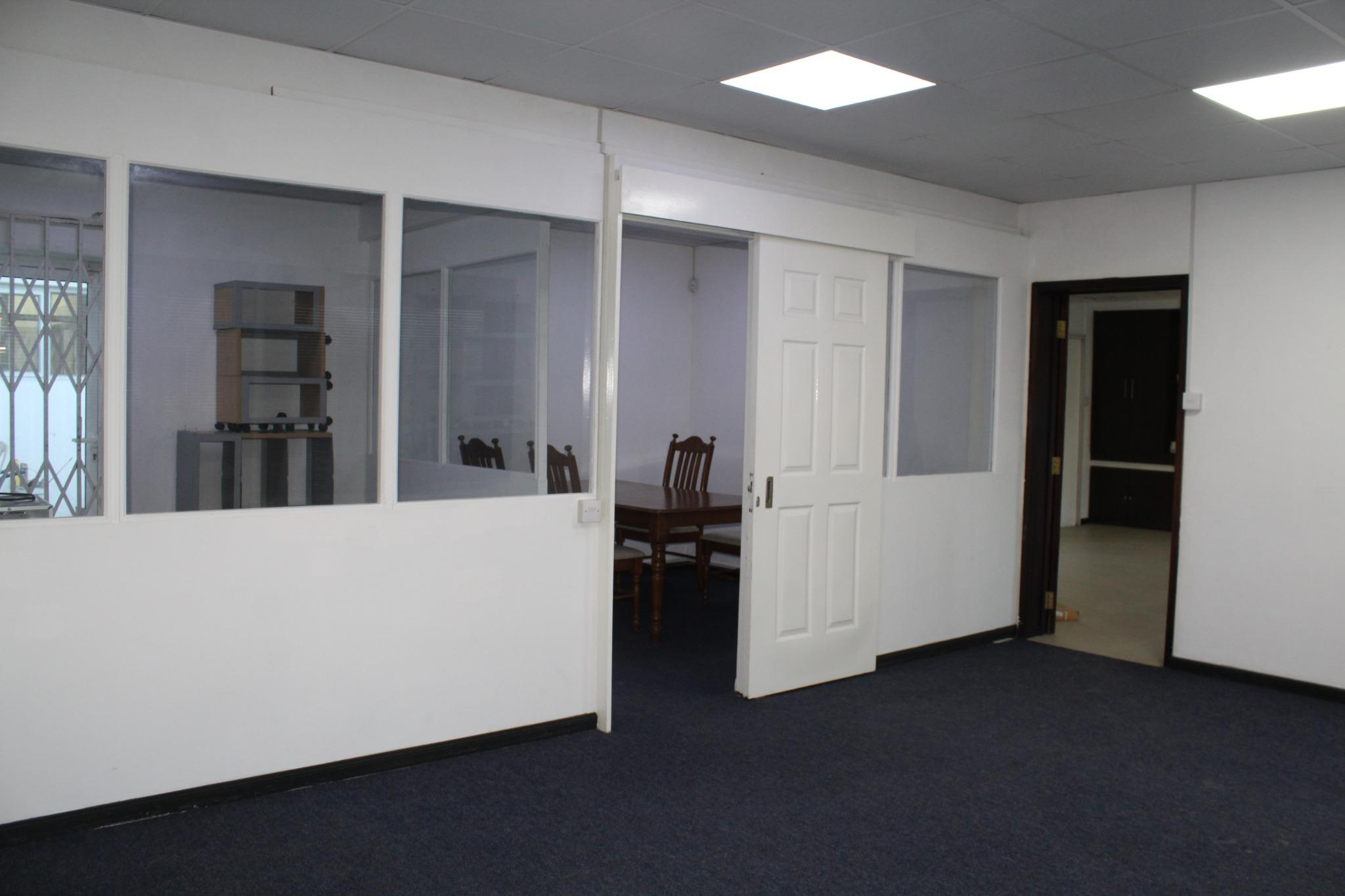 To rent – 6 unfurnished air-conditioned office spaces of 139 m2 in Phoenix