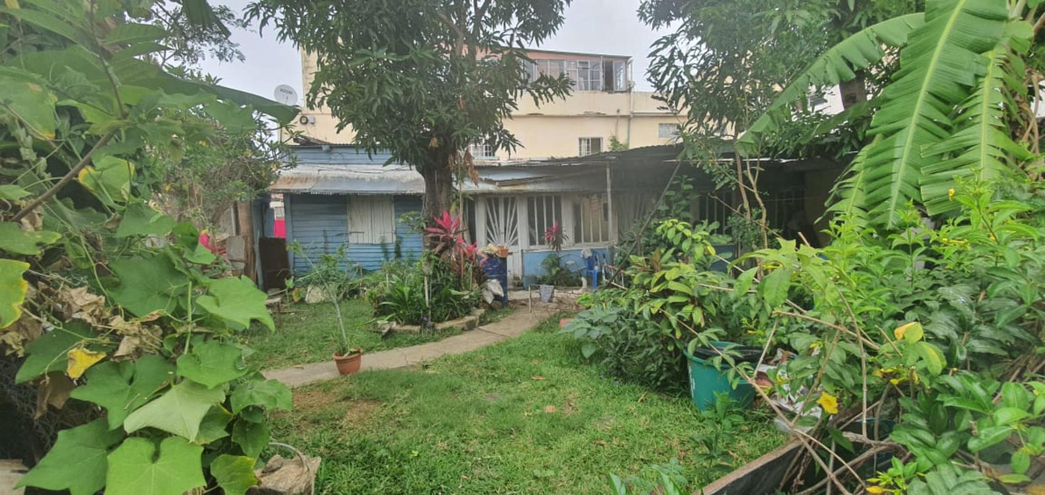FOR SALE – Residential plot of land of 71 toises in Port Louis, not far from ABC Motors and shops.
