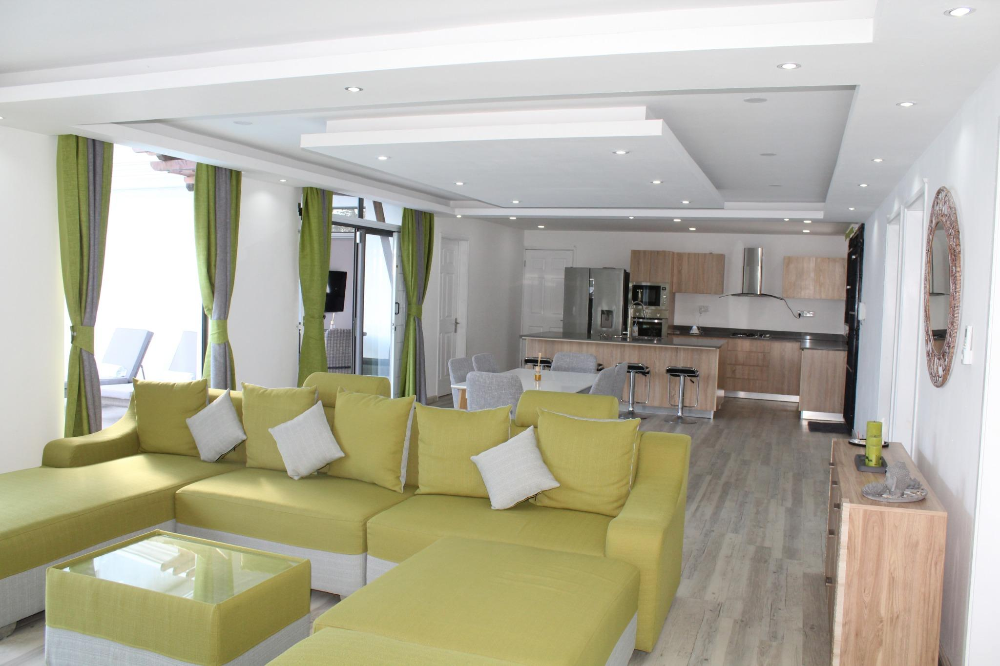 TO RENT – Magnificent contemporary single storey house of 146 m2 fully furnished and equipped on a plot of land of 100 toises situated in a residential area in Balaclava.