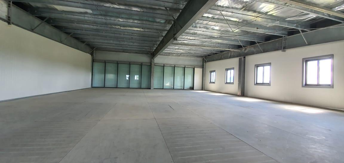 TO RENT – Unfurnished office space of 240 m2 located on the highway in Phoenix with very good visibility from the road.