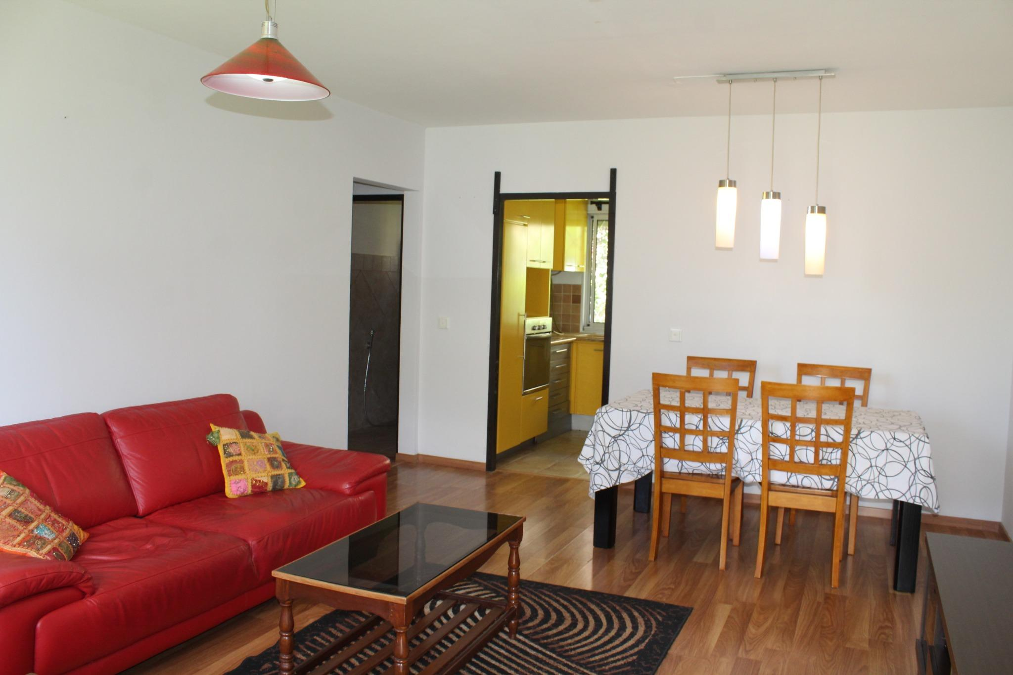 A VENDRE – Bel appartement meublé et équipé de 80 m2 au RDC de la Résidence Harewood Park à Beau Bassin