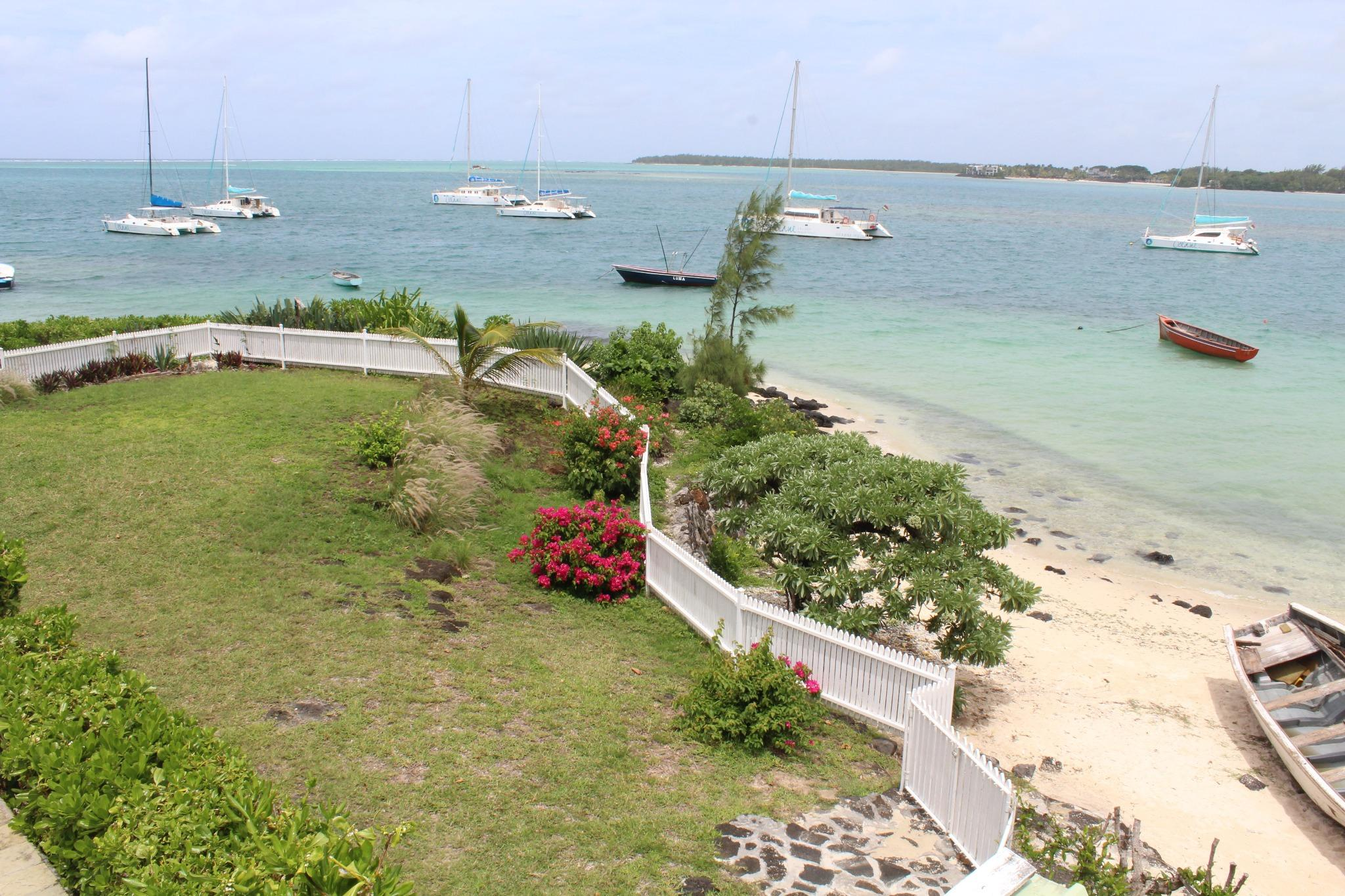 FOR SALE – Beachfront furnished and equipped house of 258 m2 on a leasehold land in Trou d'Eau Douce