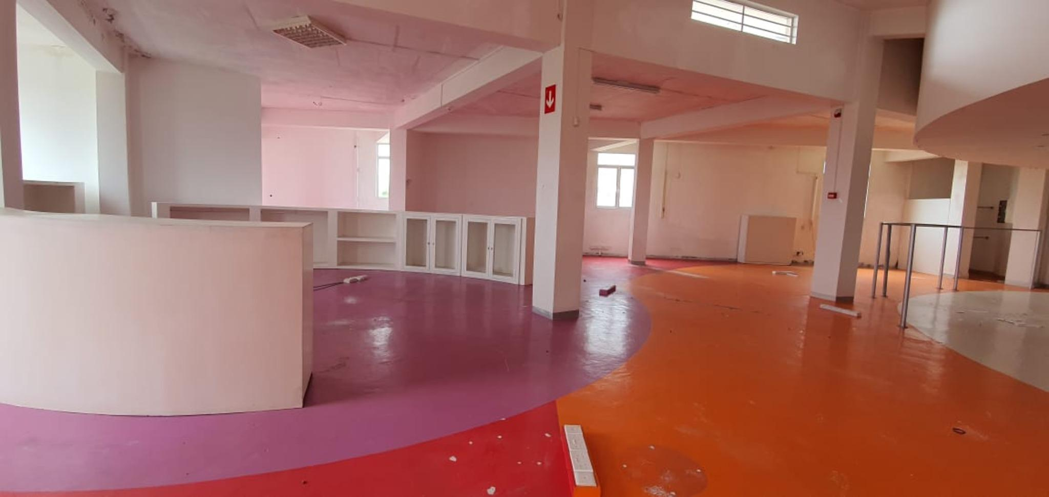 FOR SALE – Unfurnished commercial building on the main road in Mesnil.