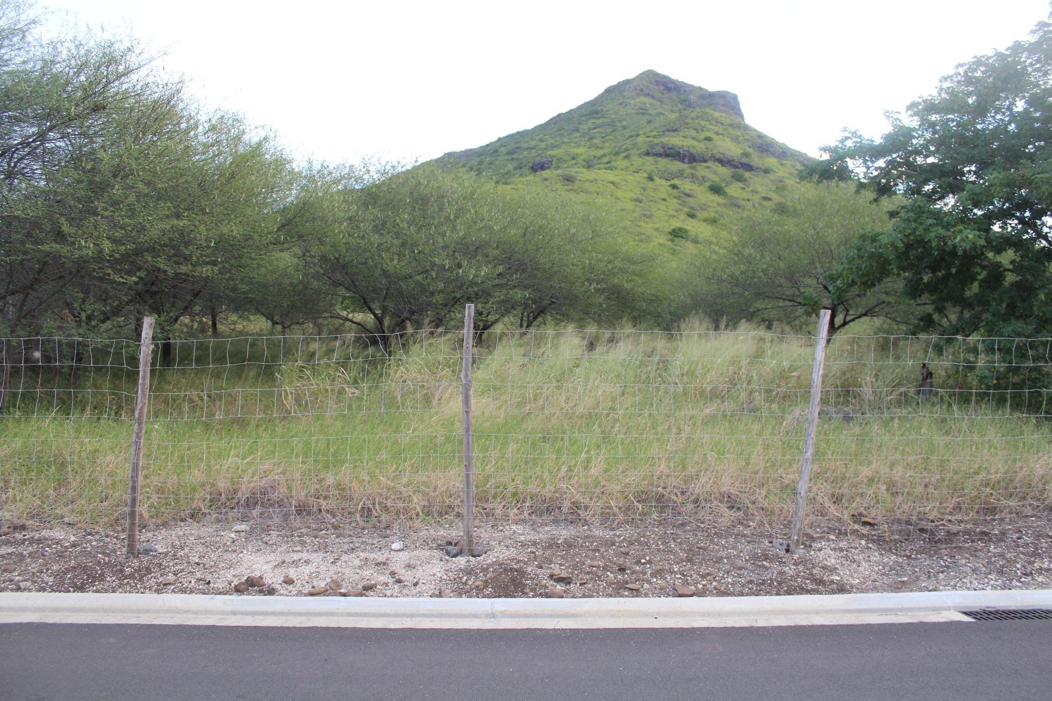 A VENDRE – Beau terrain de 1 arpent 18 situé dans le Lotissement Le Domain à Tamarin.