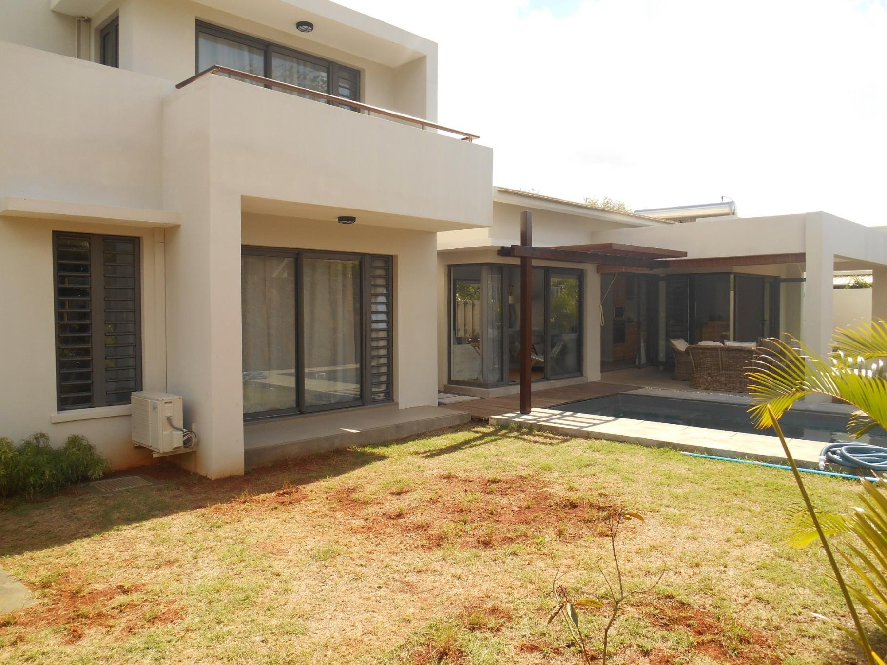 TO RENT – Beautiful furnished house of 198 m2 in Pailles.