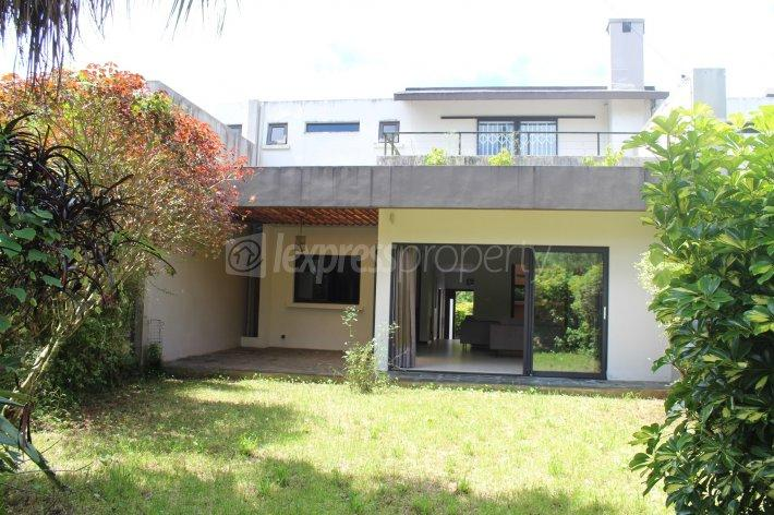 FOR RENT – Magnificent duplex of 204 m2 furnished and equipped in a residence at Route Du Jardin, Curepipe.