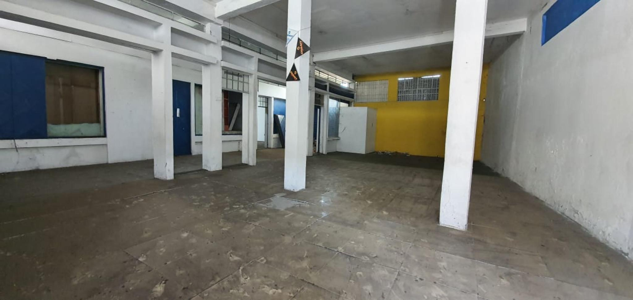 FOR SALE – Commercial building to renovate of 743 m2 on the main road in Port-Louis.