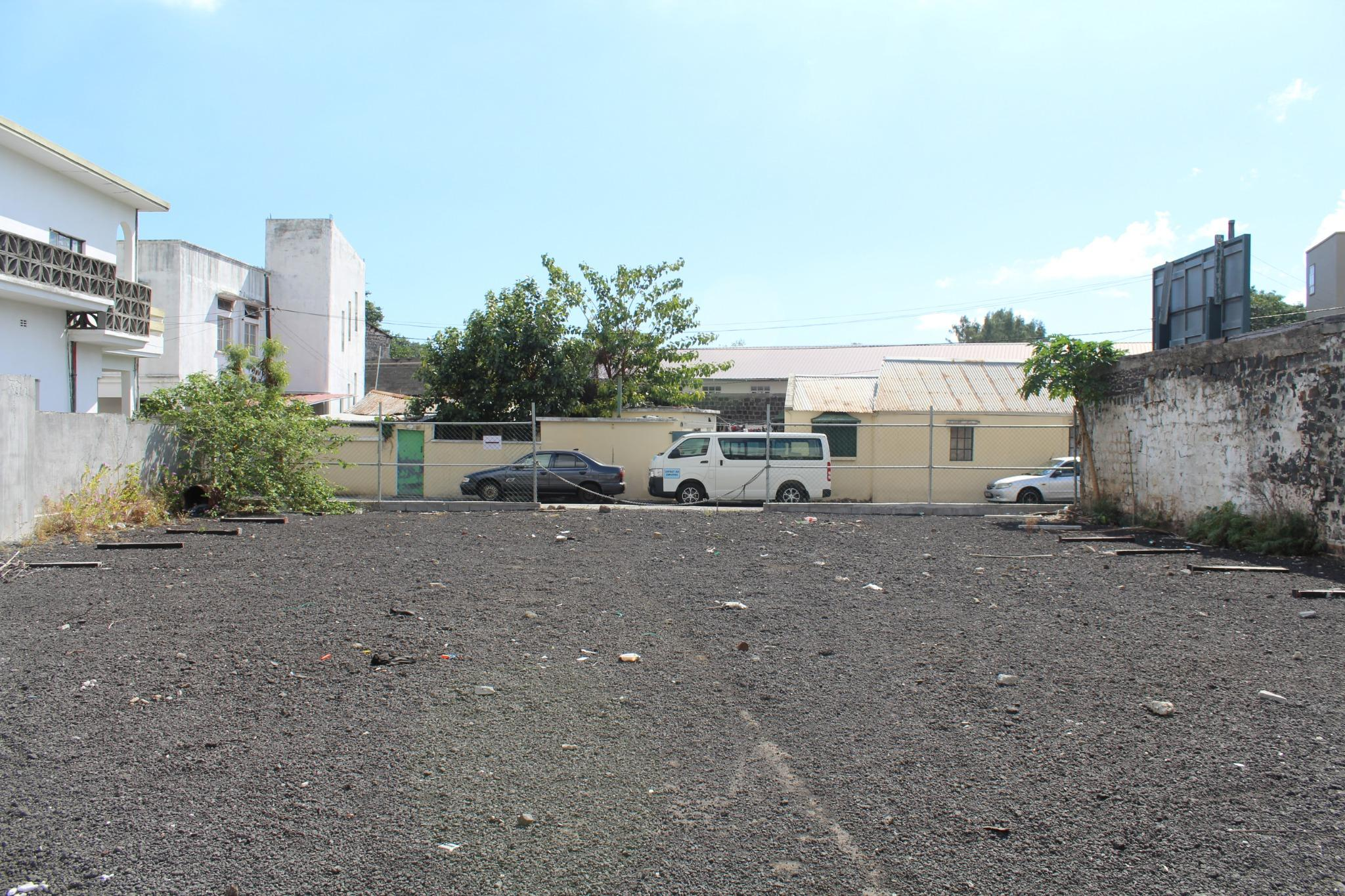 FOR SALE – Beautiful land of 115 toises near Jeetoo Hospital in Port Louis