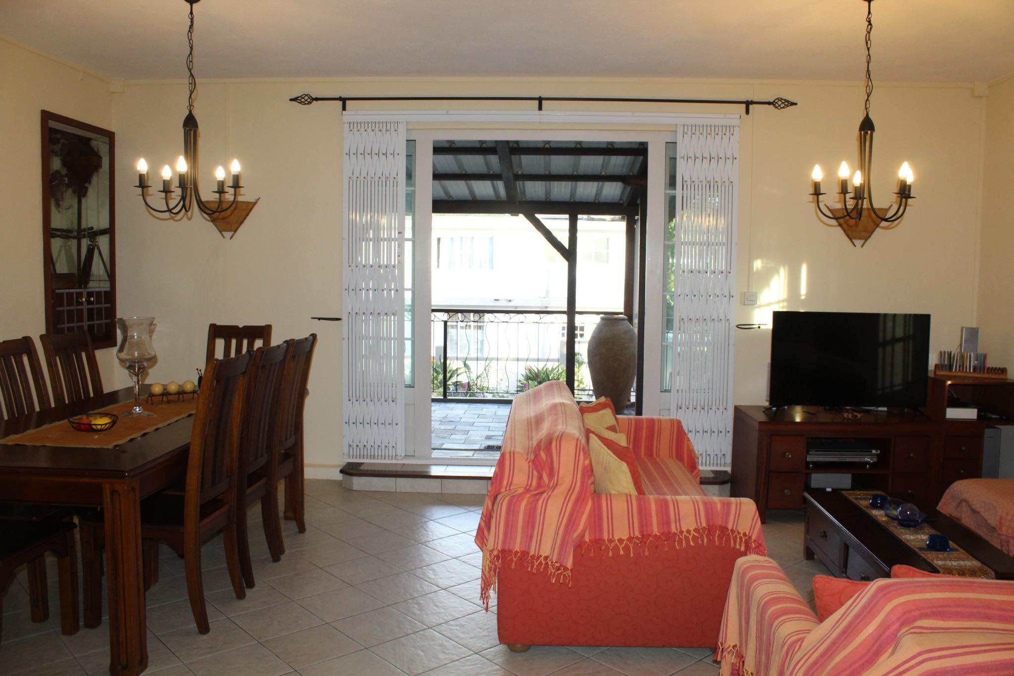A louer magnifique appartement meublé & équipé au 1er étage (sans ascenseur) à Vacoas.