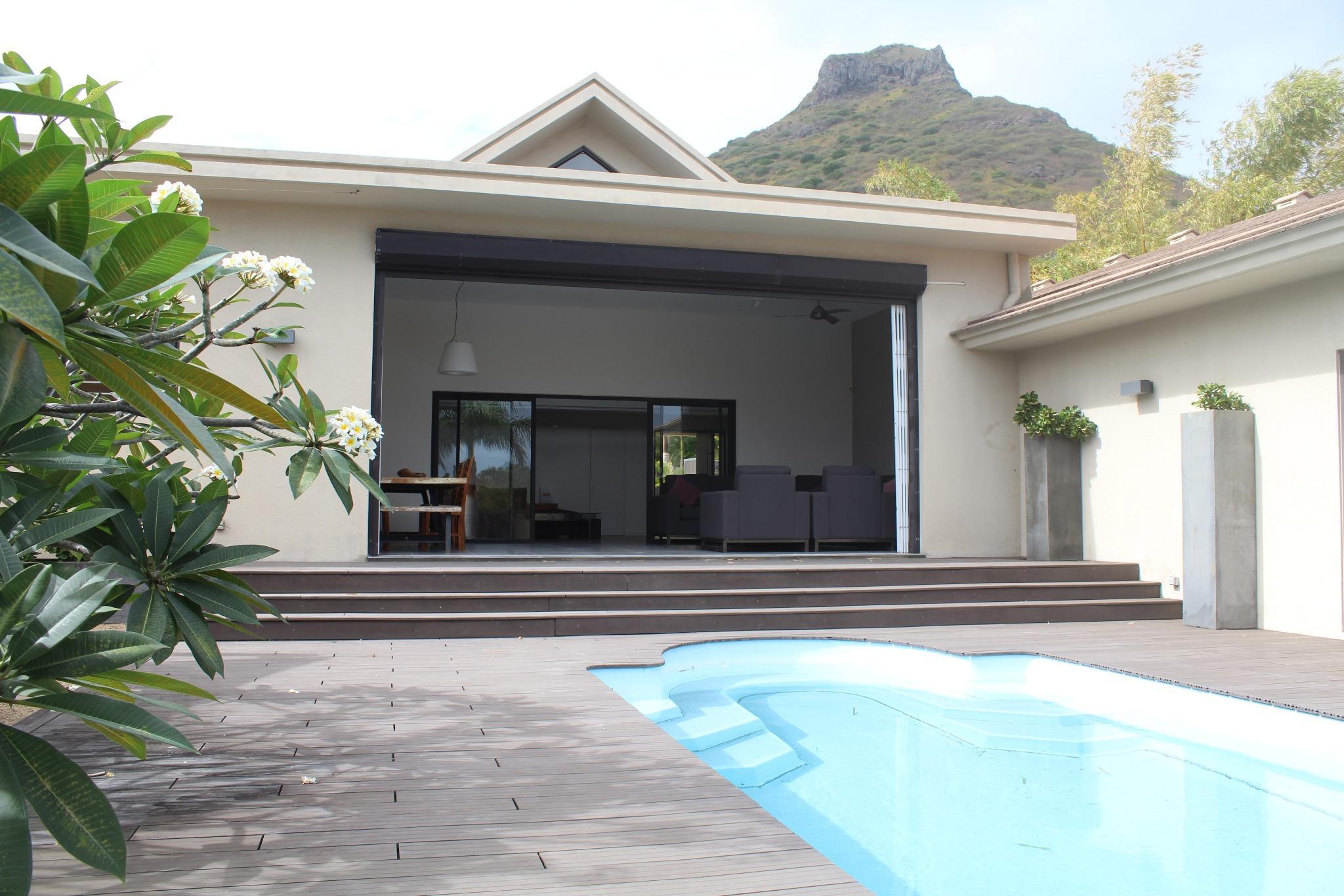 A VENDRE – Somptueuse villa non-meublée de 397 m2 à Domaine Mont Calme, à Tamarin.