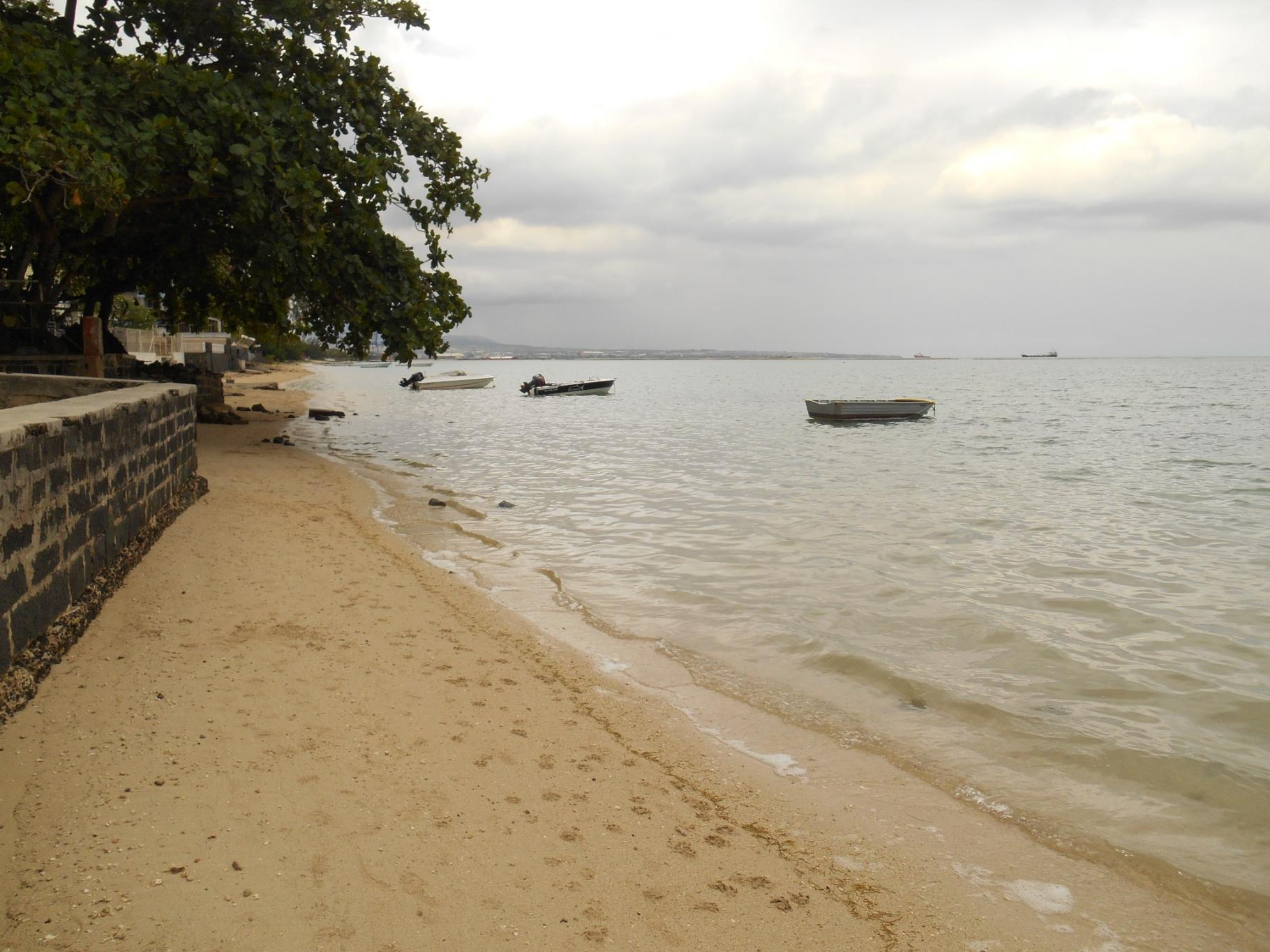 FOR SALE – Nice beachfront plot of land of 312 toises in Baie du Tombeau.