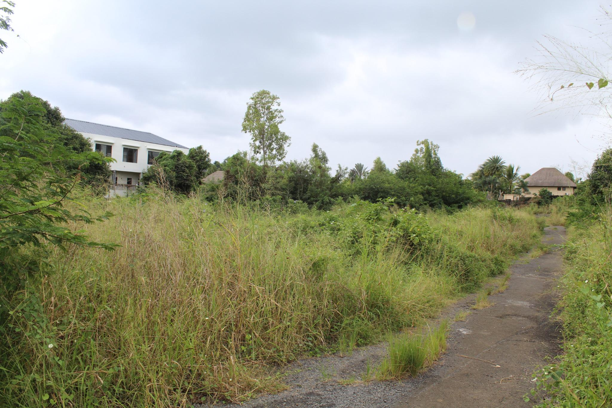 FOR SALE – Plot of land of 500 toises located in a residential area in Péreybère.