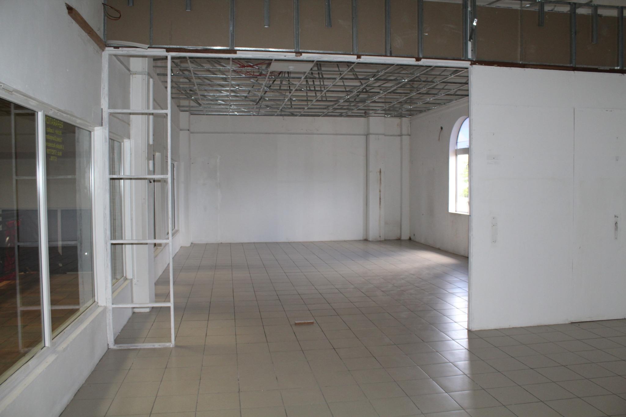 FOR SALE – Commercial space of 86 m2 in the Shopping Center 'Vieux Moulin' Rose Belle.