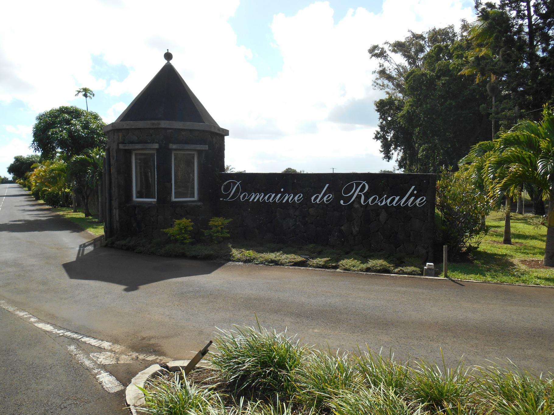 A VENDRE – Beau terrain en toute propriété de 489 toises au Domaine Rosalie à The Mount.