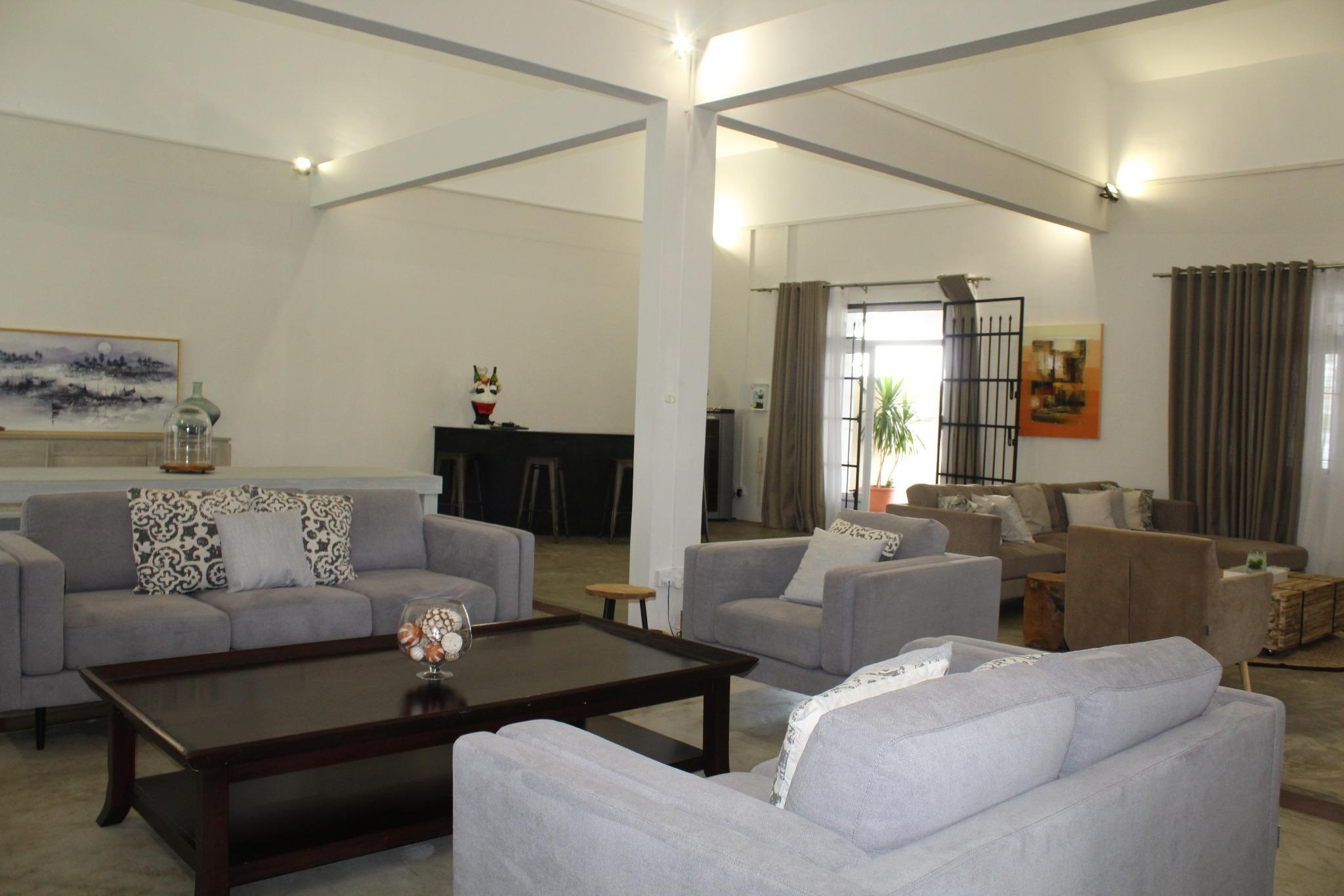 A VENDRE – Charmante maison non-meublée de plain-pied de 400 m2 à la frontière de Mon Loisir et l'Amitié.