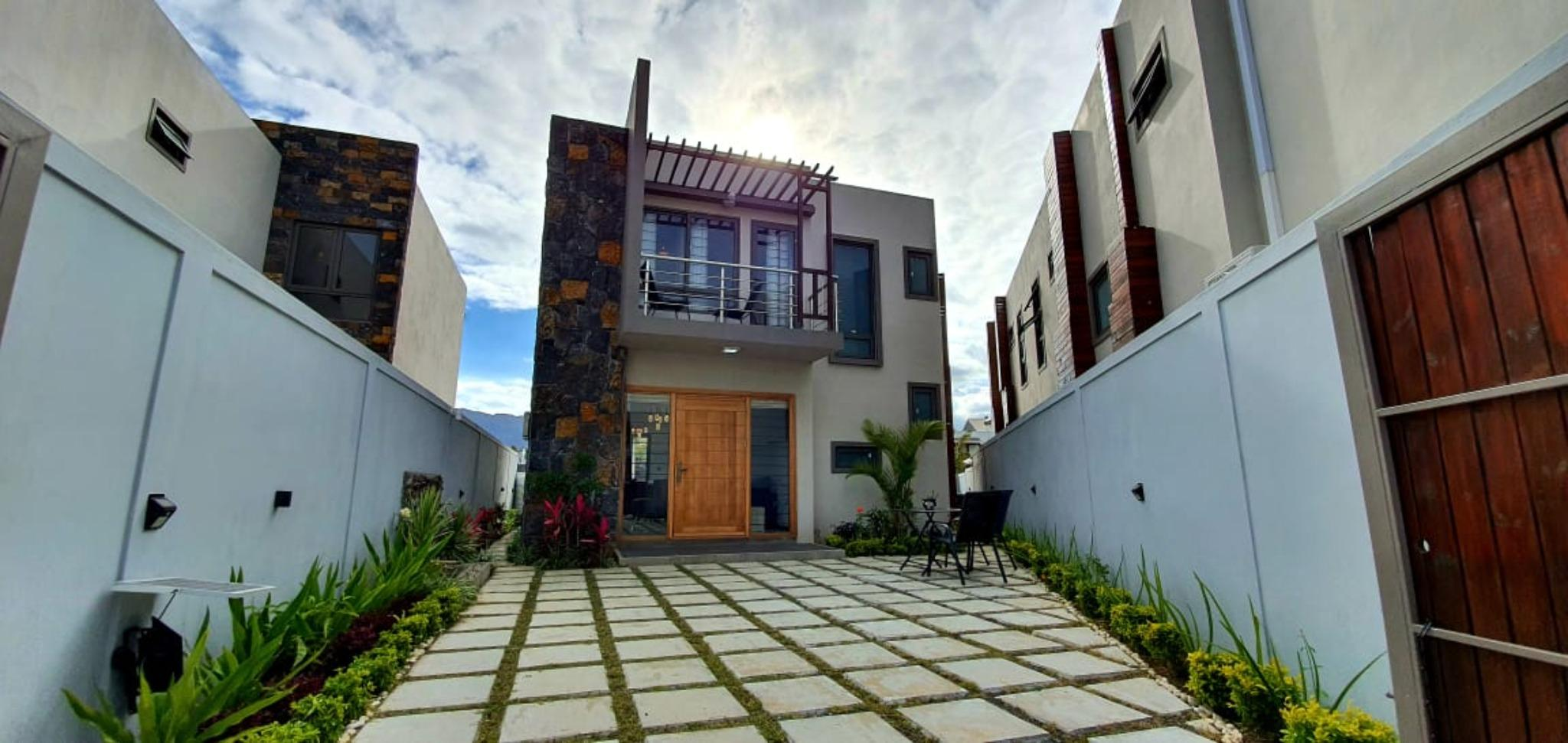 To rent – Magnificent furnished and equipped contemporary house of 171 m2 in Ebene.
