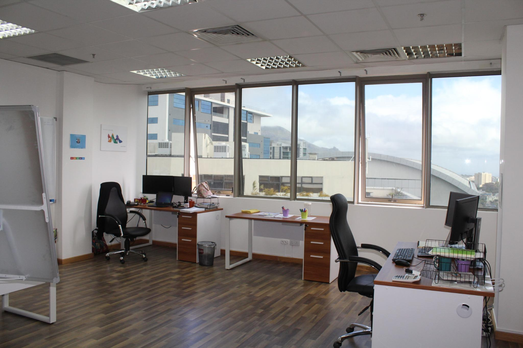 To rent – Furnished office space of 58 M2 situated on 11th Floor in Ebène.