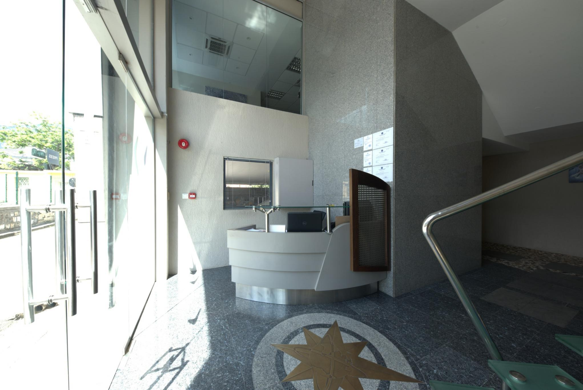 To rent – 5 Air-conditioned office spaces with elevator in Port-Louis.