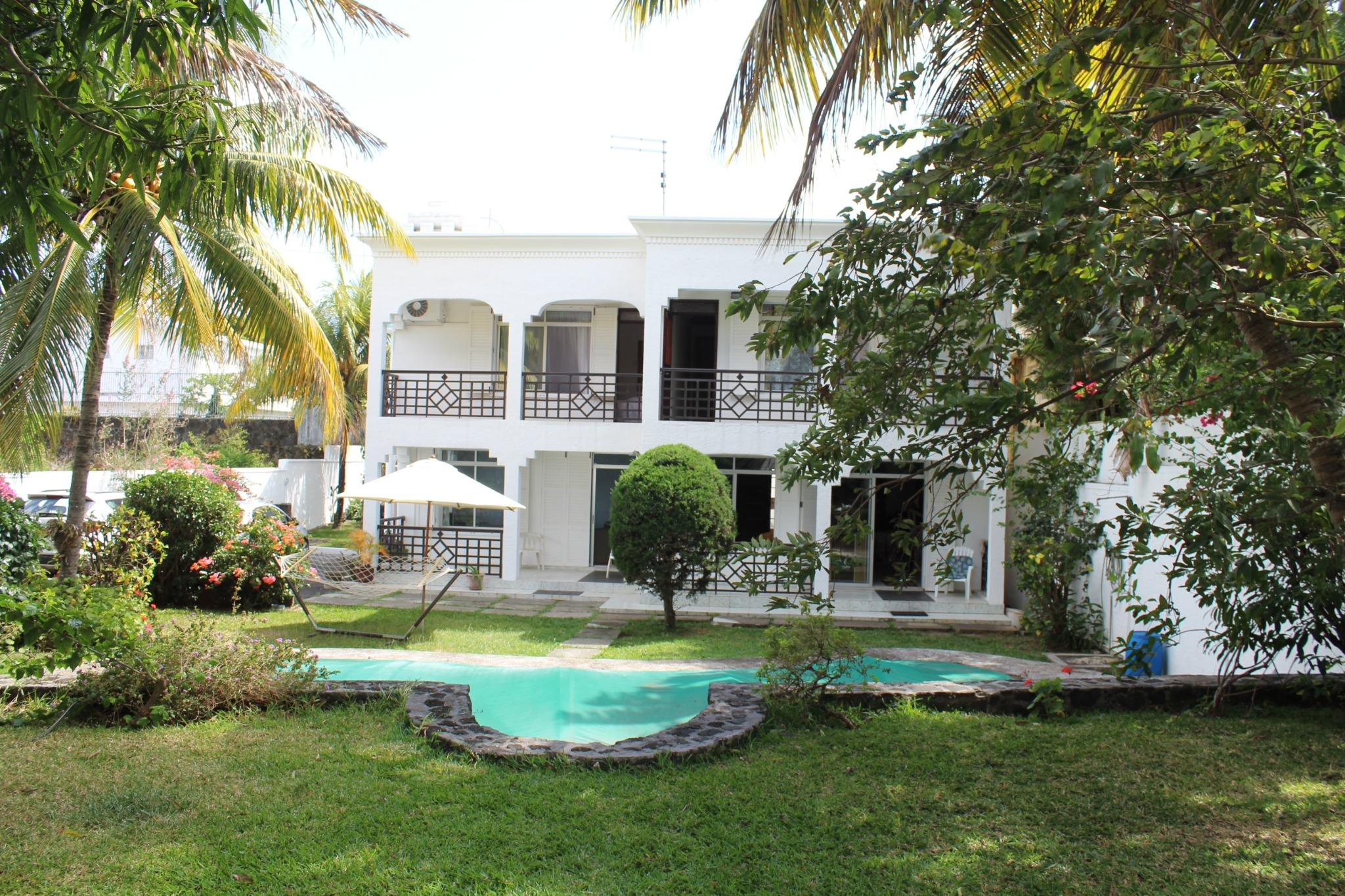 For sale – House to renovate of 325 m2 near the beach of Pereybere.