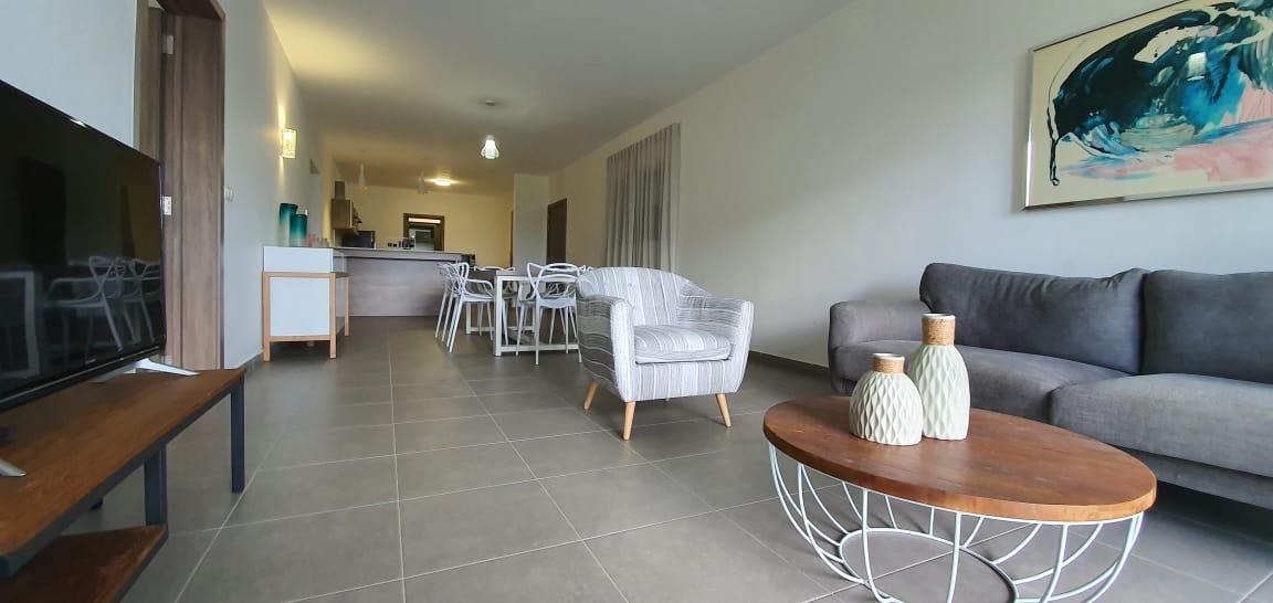 A LOUER – Magnifique appartement meublé et équipé de 128 m2 situé dans la résidence moderne et chic de Parkside jouit d'une superbe vue sur le parc.