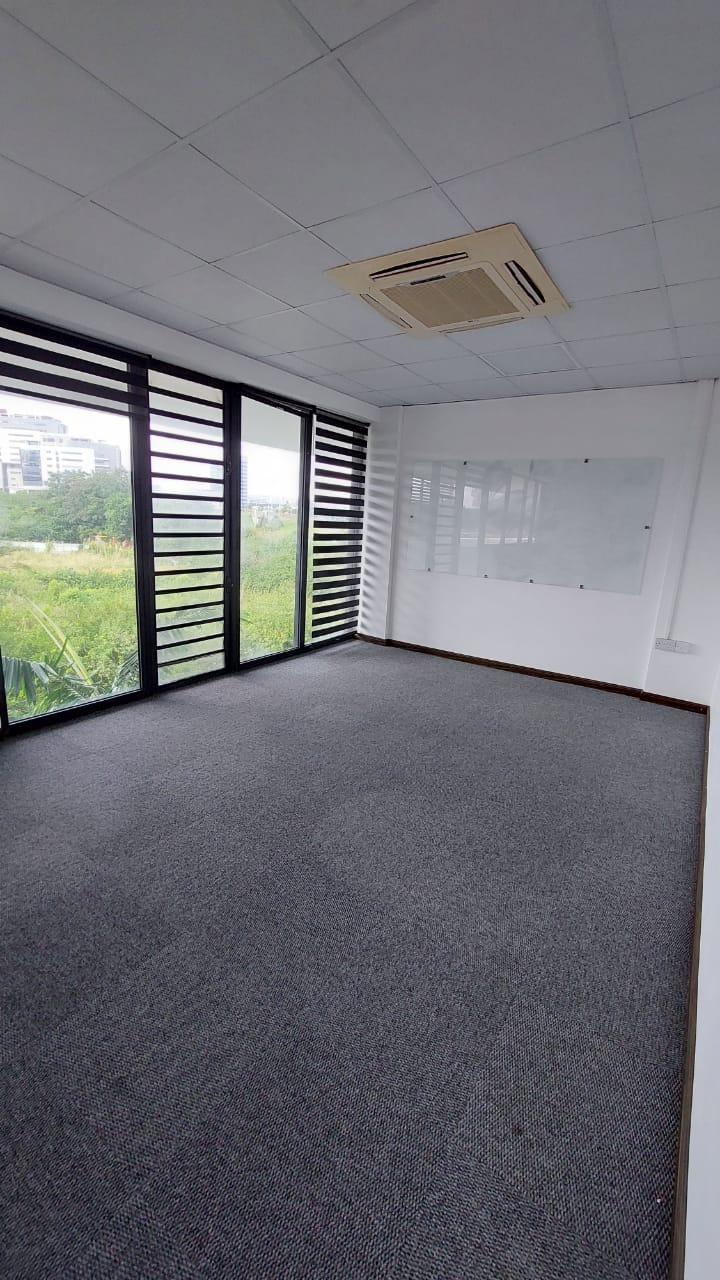 A LOUER – Bureau non meublé de 112 m2se situeau coeurdeEbène.