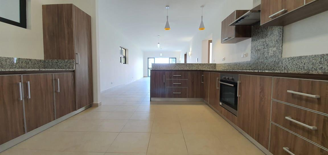 FOR SALE – Beautiful unfurnished apartment of 128 m2 located in the modern and chic residence of Parkside enjoys a superb view on the park.