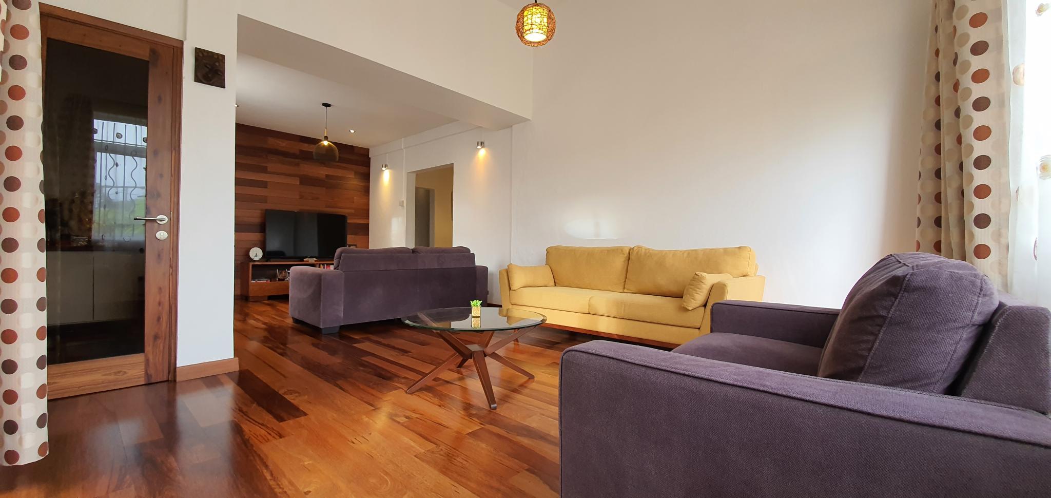 A VENDRE – Belle maison non meublée de 278 m² sur un terrain de 113 toises est située dans un quartier calme et résidentiel de Curepipe.