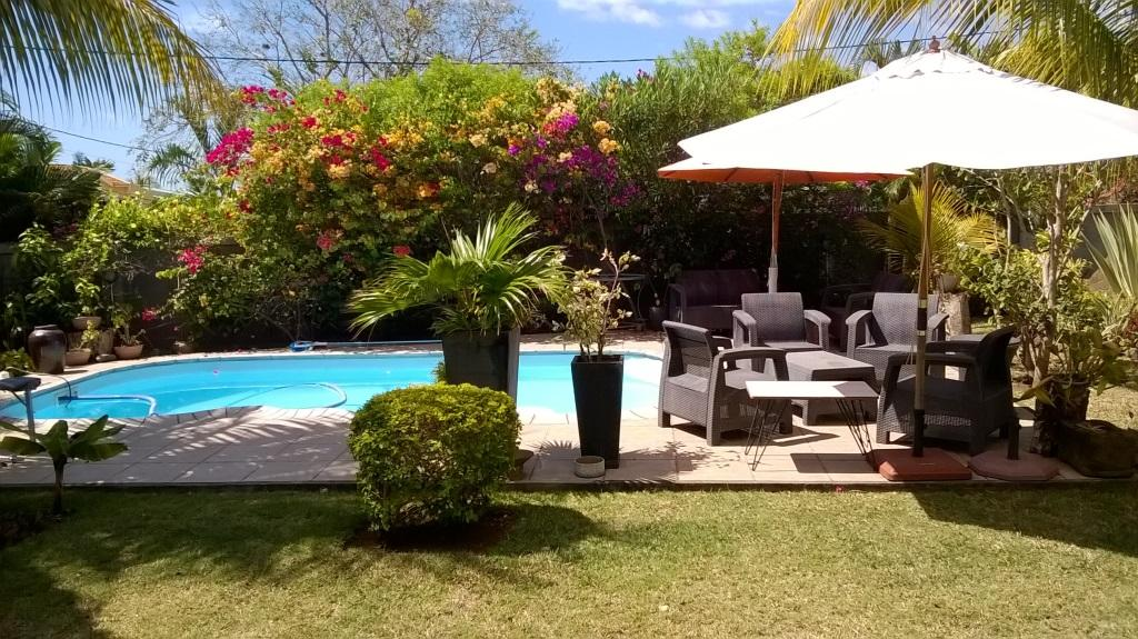 TO RENT – Beautiful furnished and equipped houseof 200 m2 on alandof 545 m2 is located in aquiet andhighly residential areainTamarinoverlooking a beautiful manicured garden.