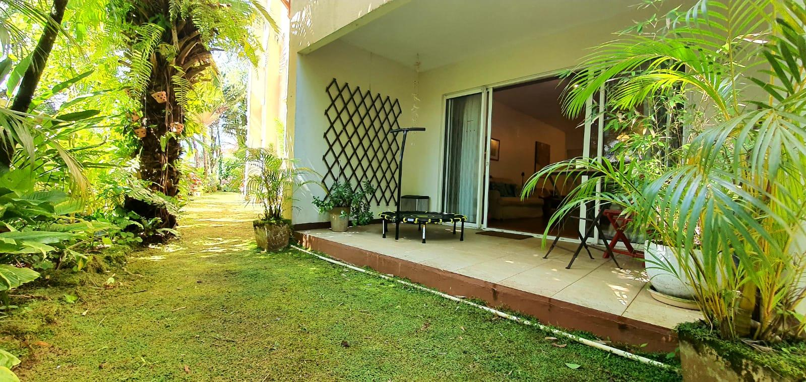 FOR SALE – Beautiful unfurnished apartment of 93.8 m2 is located at 5 minutes from the city center of Curepipe and at only 1 km from the shopping center So'Flo in Floréal.