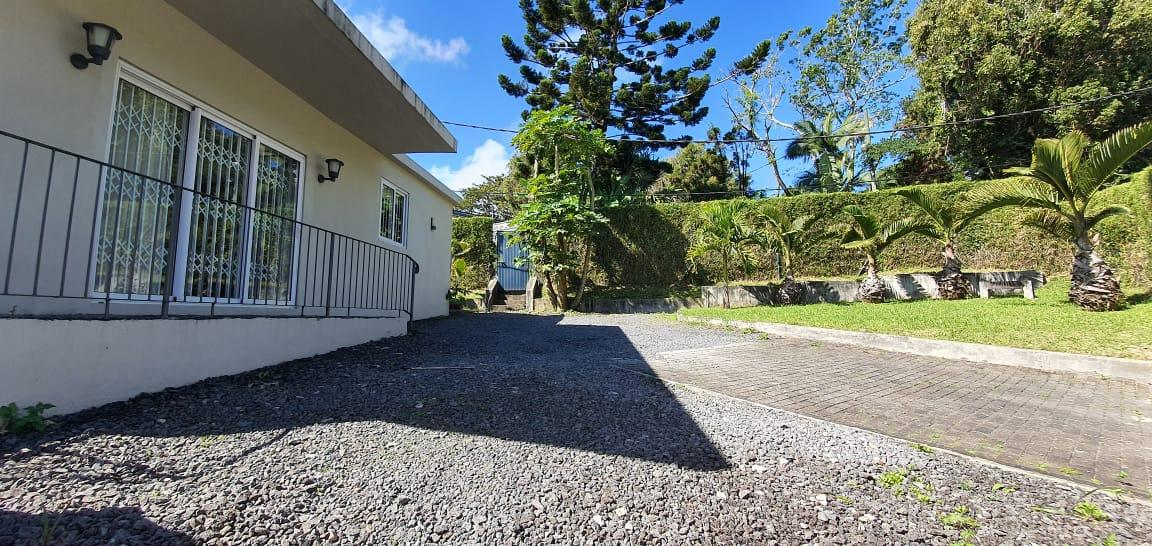 FOR SALE – Charming unfurnished house of 80 m2 on a land of 116 toises situated in the heart of Floreal