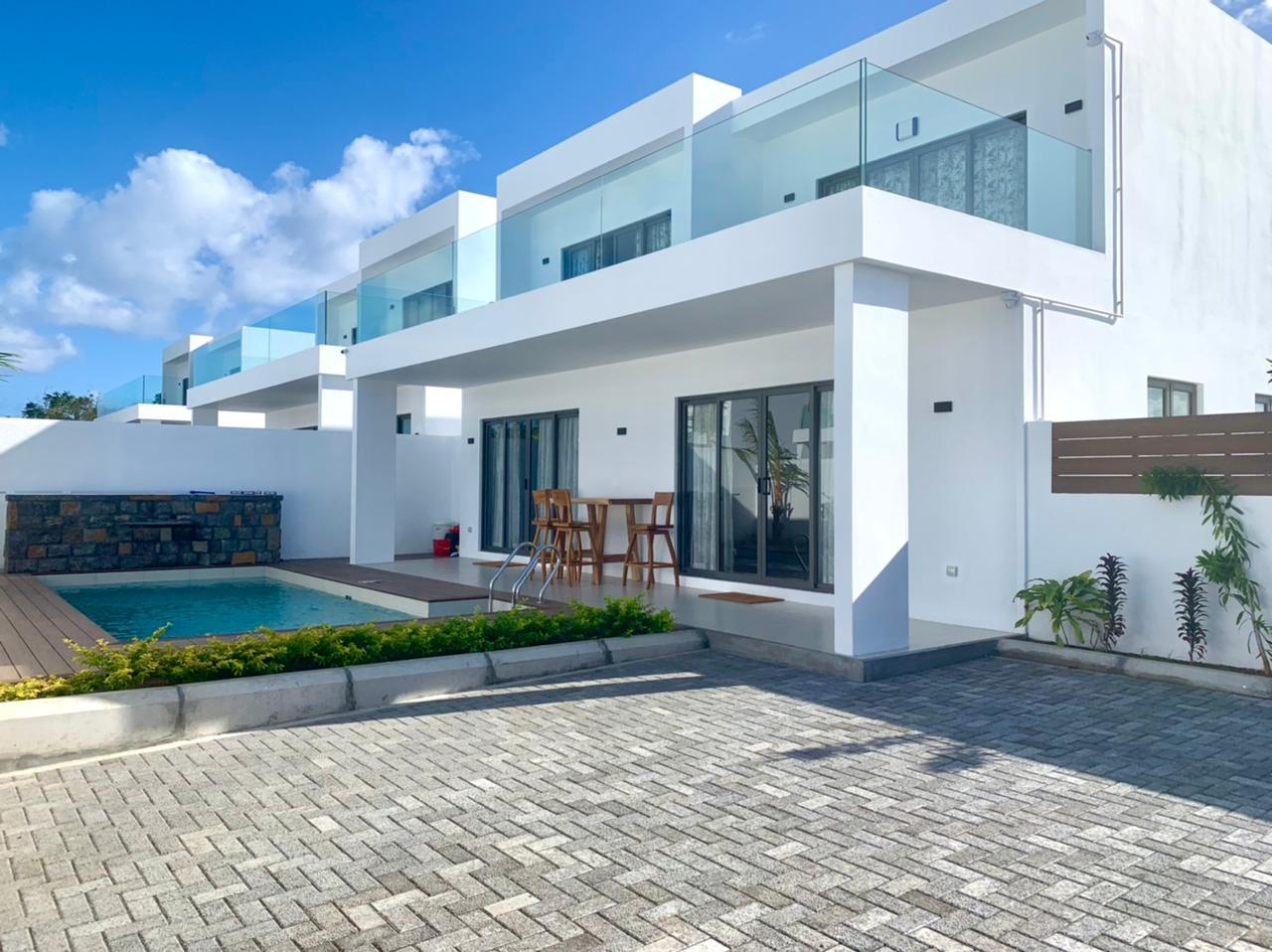 TO RENT – Sumptuous furnishedand equippedcontemporary house of 270 m2 on a land of422 m2 is locatedinthe highly residential area of Mont Mascal, Cap Malheureux.
