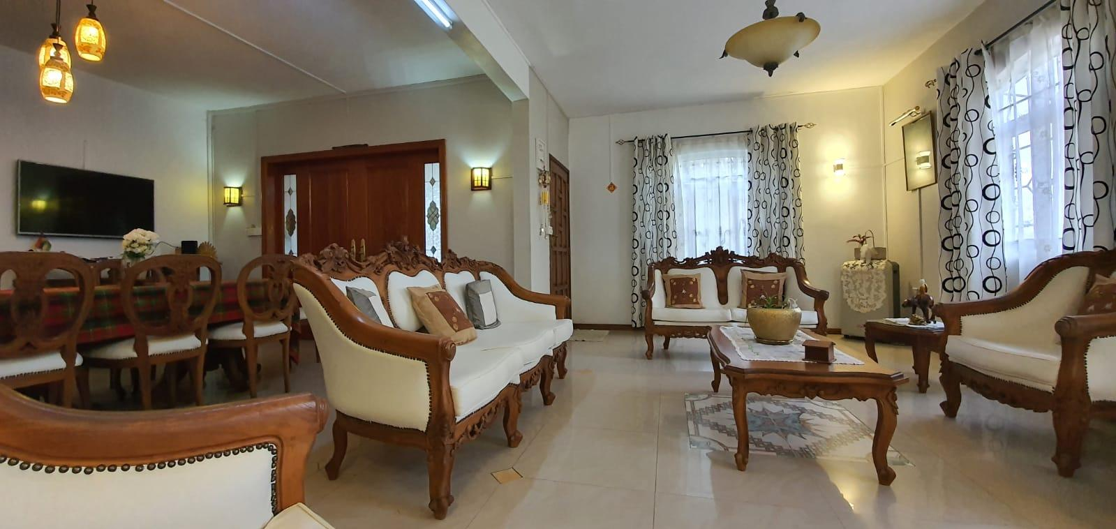 FOR SALE – Charming and spacious unfurnished house of 464 m2 on a land of 217 toises is located in the morcellementof Pinewood Garden in Wooton
