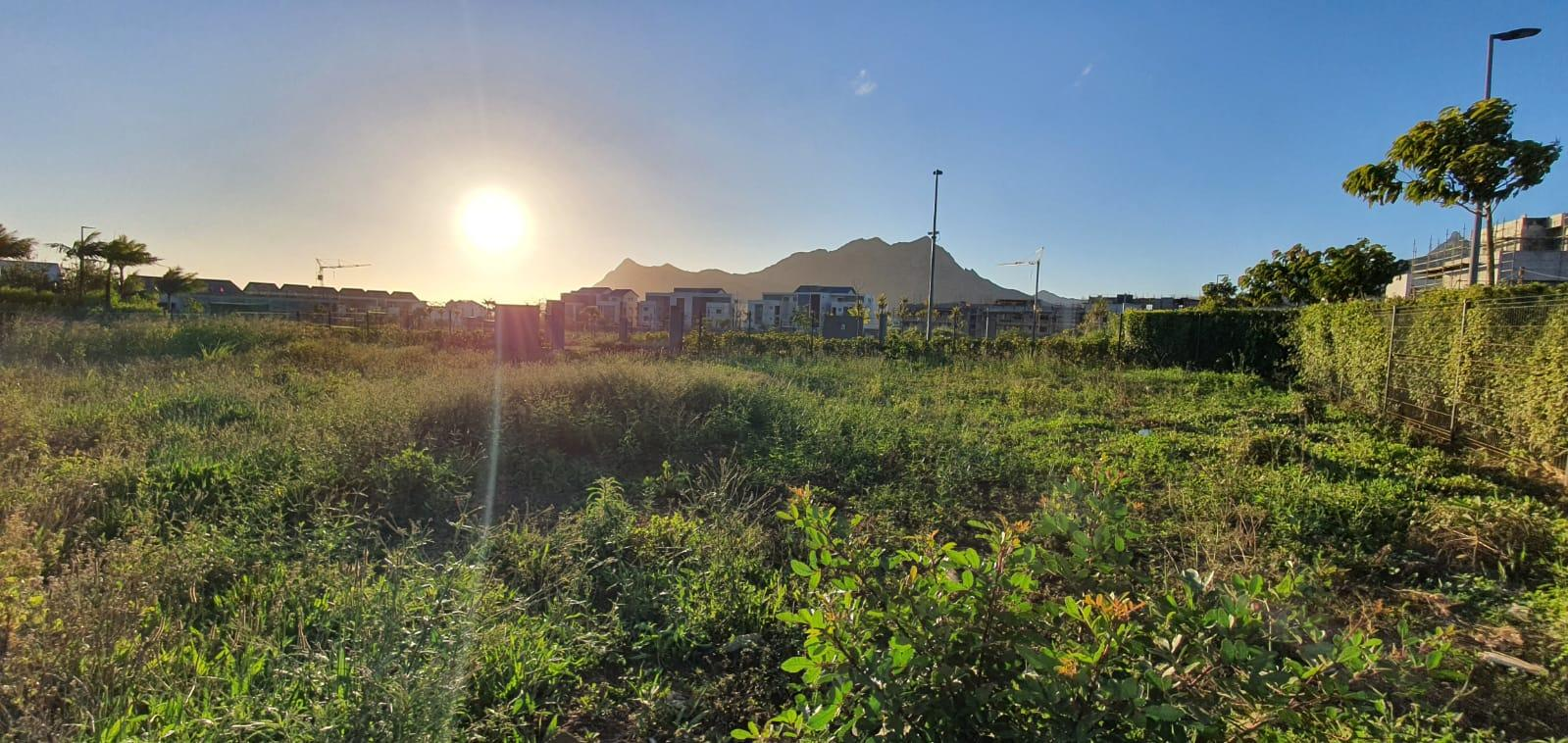 FOR SALE – Beautiful land of 205 toises with mountain view in the heart of Moka Smart City…