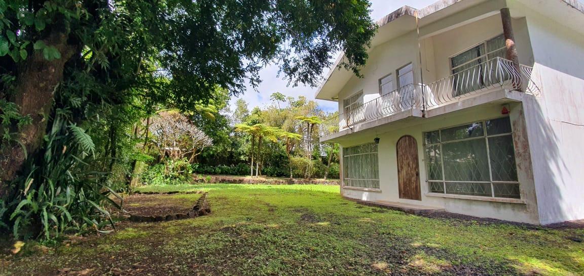 A VENDRE – Maison de 165 m2 sur un terrain de 265 toises situé au début de la Route du Jardin, Curepipe.
