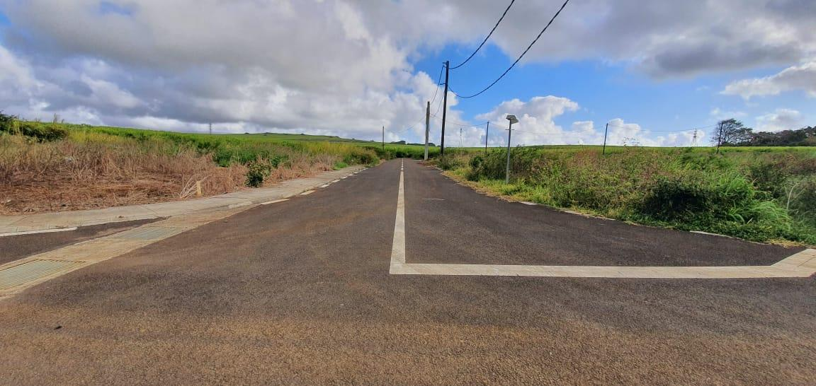 FOR SALE – Beautiful plot of land of 77 toises located in a residential morcellement in Piton