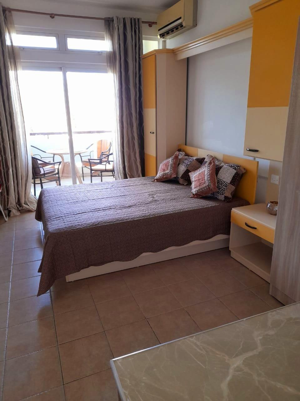 FOR RENT – Furnished and equipped studio of 30 m2 located on the 1st floor (without elevator) near all amenities in Flic en Flac.