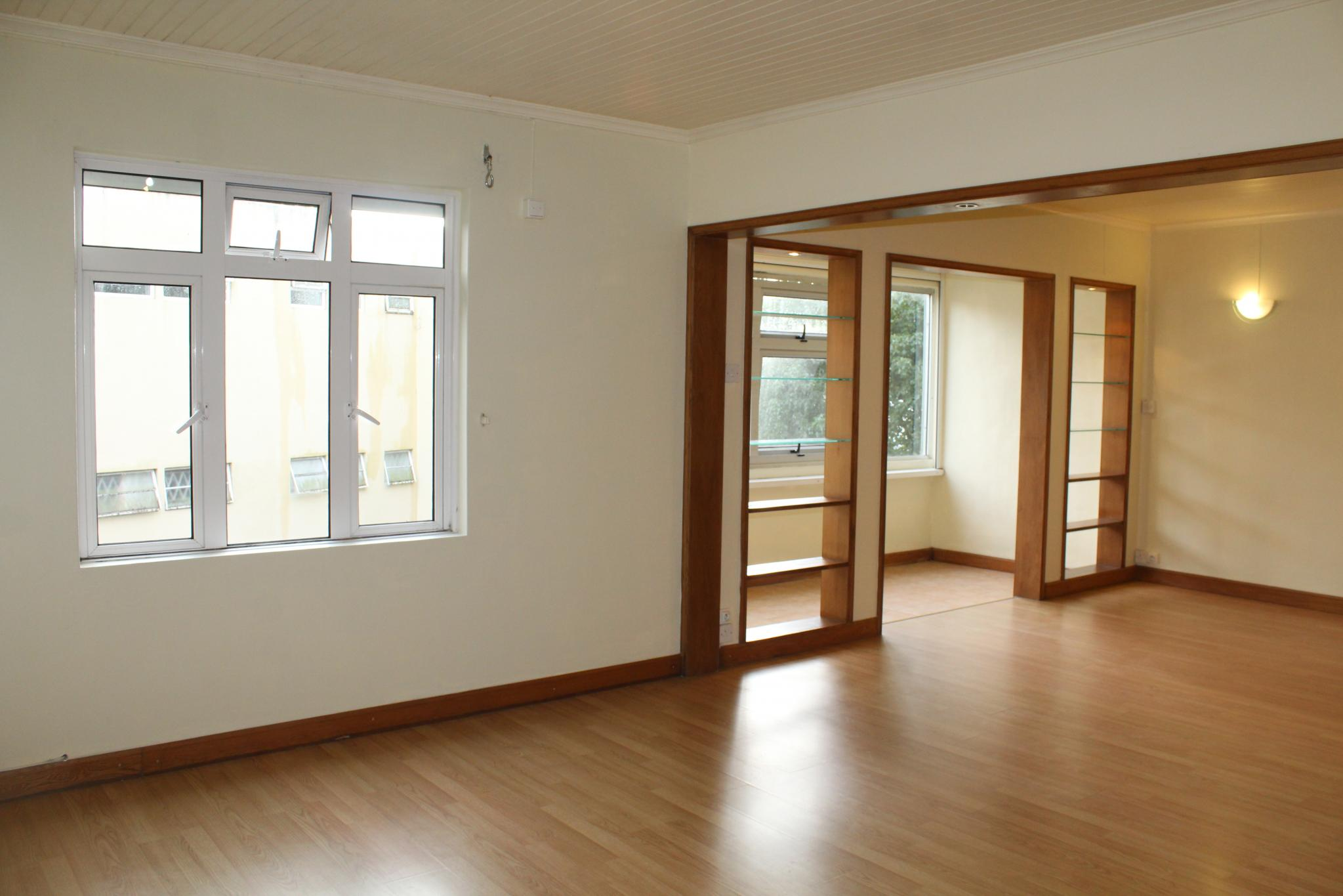 FOR SALE – Unfurnished apartment of 118 m2 located on the 2nd floor (without lift) of a residence in Curepipe.
