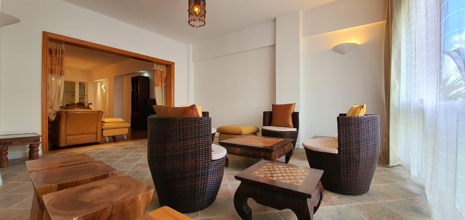A VENDRE – magnifique appartement au rez-de-chaussée de 185 m2 meublé et équipé se situe à quelques minutes du centre commercial So'Flo à Floréal.