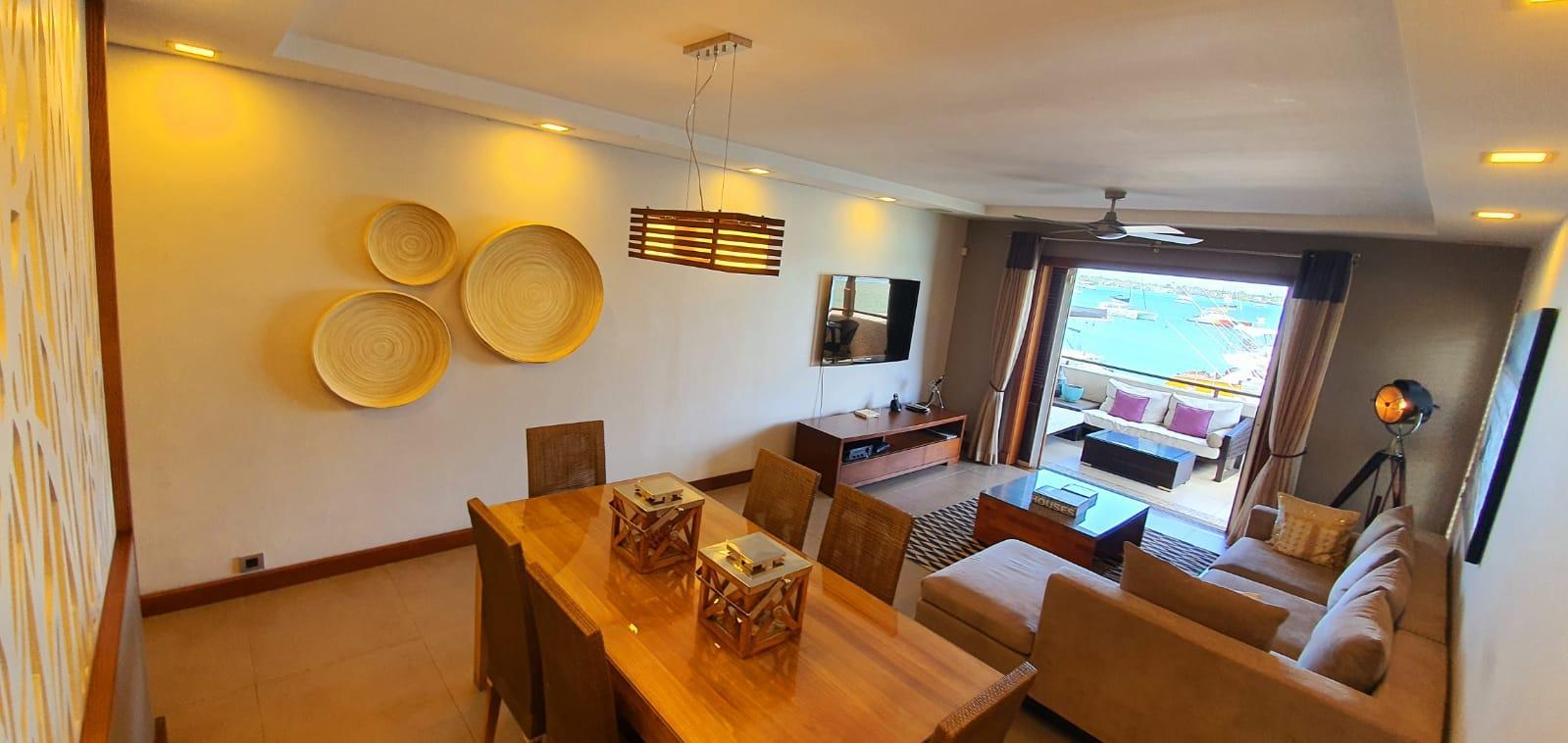 A LOUER – Appartement luxueux et contemporain pieds dans l'eau de 160 m2 meublé et équipé situé au cœur de Grand Baie.